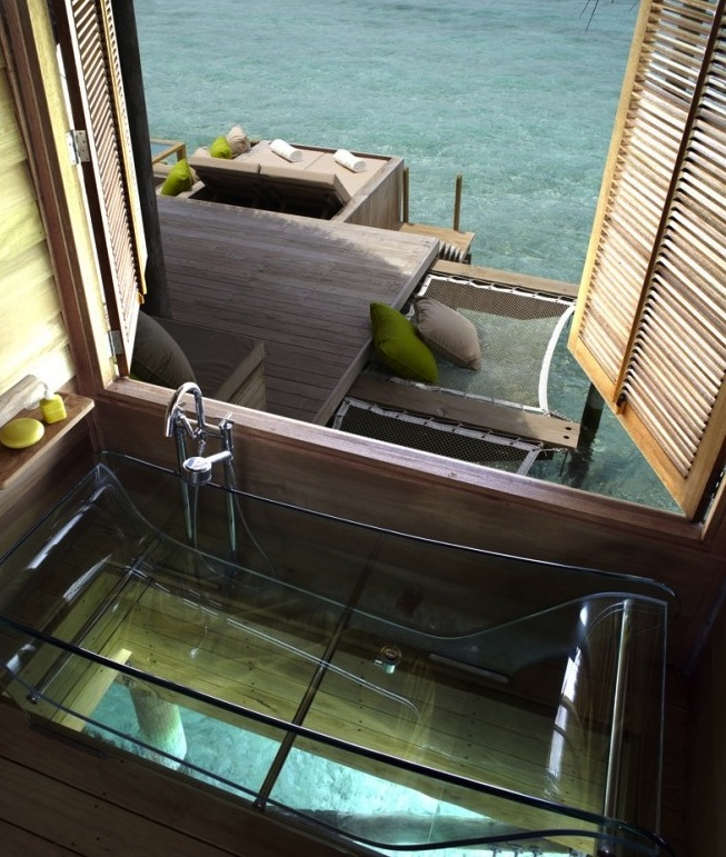 4.maldives-interior-transparent-bath-665x997